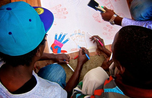 Une nouvelle peinture murale au Rwanda apporte un nouvel espoir aux ...